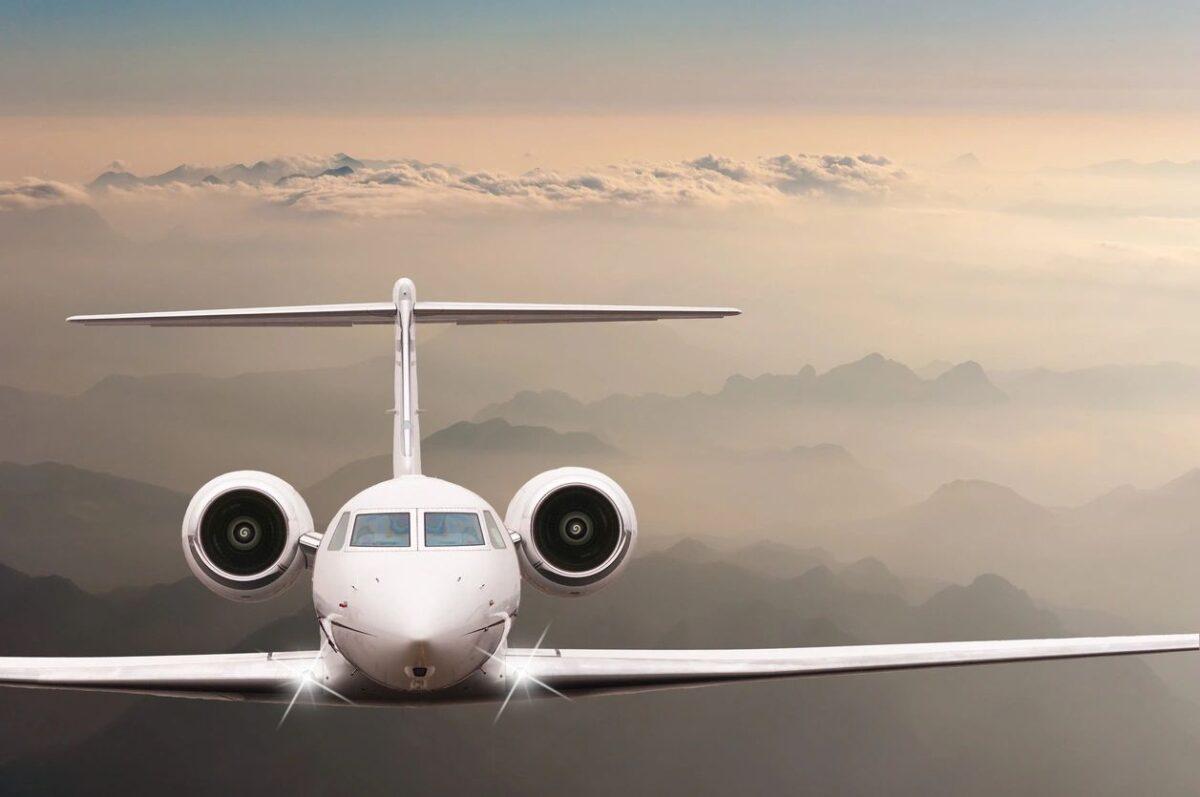 A plane in midflight